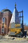 В новой мечети возводятся  минареты