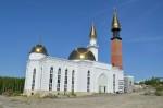 Пензенские  мусульмане  незадолго до Курбана- Байрама провели большой  субботник около новой Соборной мечети